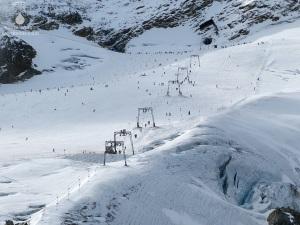 Gletscher Sölden Skilift Rennfahrer