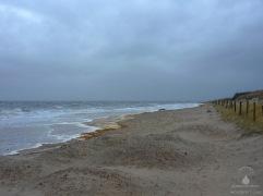 Teilweise erreichen die Wellen in Sahlenburg sogar die Dünenkette.