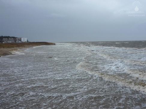 Die Sturmflut die das Tief Engel im Gepäck hatte, hat den Sahlenburger Strand weitgehend unter Wasser gesetzt.