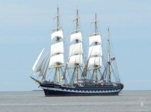 Die Windjammer Kruzenshtern auf der Weser vor Bremerhaven.