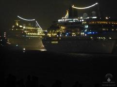 Kreuzfahrtschiffe von Phoenix Reisen auf der Weser.