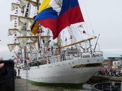 Einfahrt der Gloria (Kolumbien) in den Neuen Hafen.