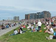 Tausende Besucher aus nah und fern beobachten das Spektakel auf der Außenweser.