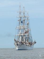 Das norwegische Segelschulschiff Christian Radich vor Bremerhaven.