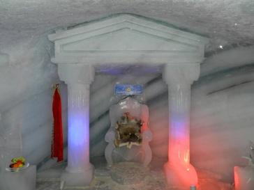 Thron, aus Gletschereis im Dachstein Eispalast..