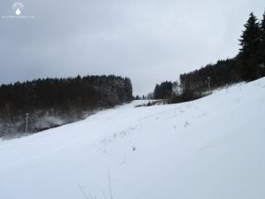 Skipisten im Skigebiet Hirzenhain.
