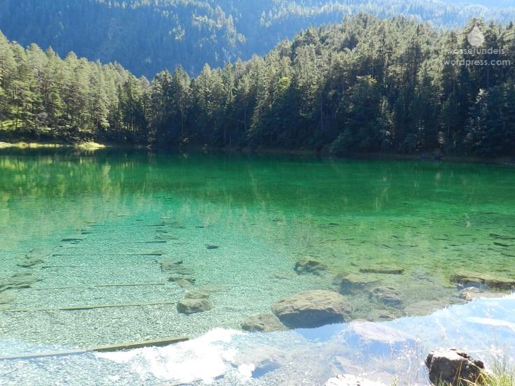 Das Wasser des Samerangsees ist glasklar.