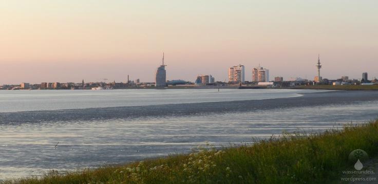 Die Skyline von Bremerhaven von Lunedeich im Fischereihafen aus gesehen.