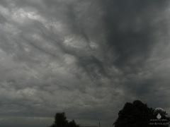 Dunkle Wolken über Bremerhaven.