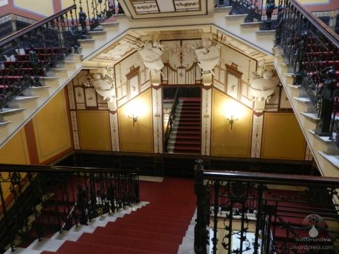Das Treppenhaus des Achilleon.