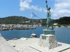 Statue des Georgios Anemonagiannis auf der Ionischen Insel Paxos.