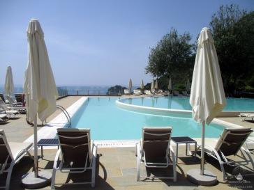 Poolbereich des Grand Mediteraneo - für ein Hotel mit 500 Betten eher etwas klein.