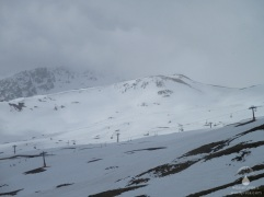 Im oberen Teil des Skigebietes ist es nich winterlich, auch wenn die Schneelage nicht üppig ist.