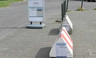 Schilderwald und Verbotskultur am Wremer Nordseestrand.