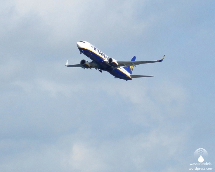Startendes Flugzeug von Ryanair.