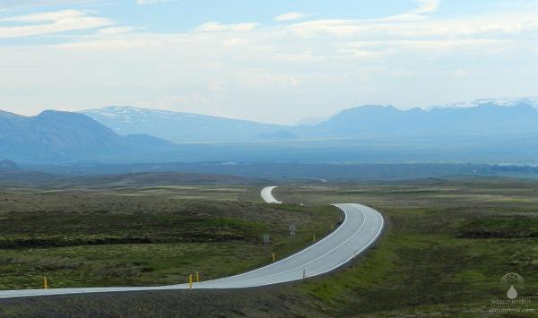 Golden Circle Island Ringstraße beim Þingvallavatn, im Hintergrund der VulkanSkjaldbreiður