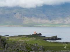 Der Berufjord ist ein Fjord wie aus dem Bilderbuch.
