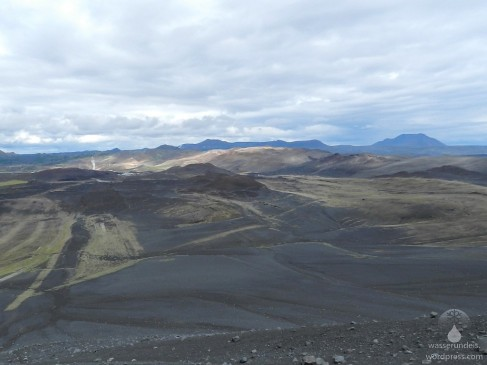 Blick vom Kraterrand in Richtung des Krafla-Zentralvulkans.