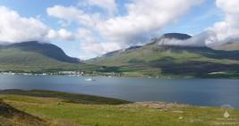Der Reyðarfjörður, der größte und längste Fjord in Islands Osten.