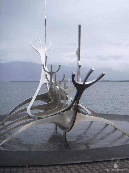 Einem Wikingerschff nachempfundene Skulptur an der Faxafloi-Promenade. Da ich kein Kunstkenner bin, kein Kommentar.