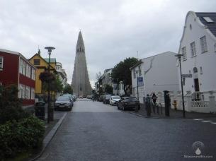 Die Kirche Hallgrímskirkja, eines der Wahrzeichen Reykjaviks und das sechsgrößte Gebäude Islands.