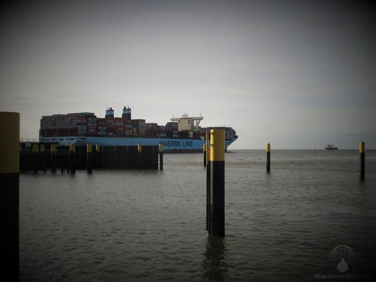 Frachter Containerhafen Bremerhaven