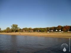 Der lange Strand der Weserinsel Harriersand.