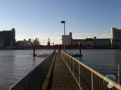 Landungsbrücke der Fähre nach Brake.