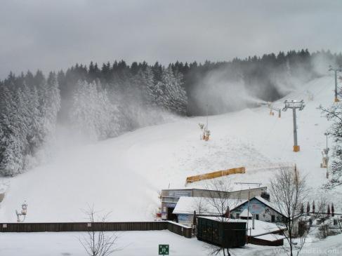 Schneekanonen am Poppenberg.