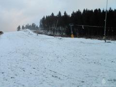 Die Naturschneedecke allein ist zu dünn für den Wintersport.