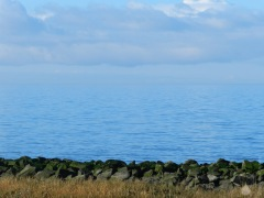 Die See ist heute ungewöhnlich glatt und blau. Wunderschön.