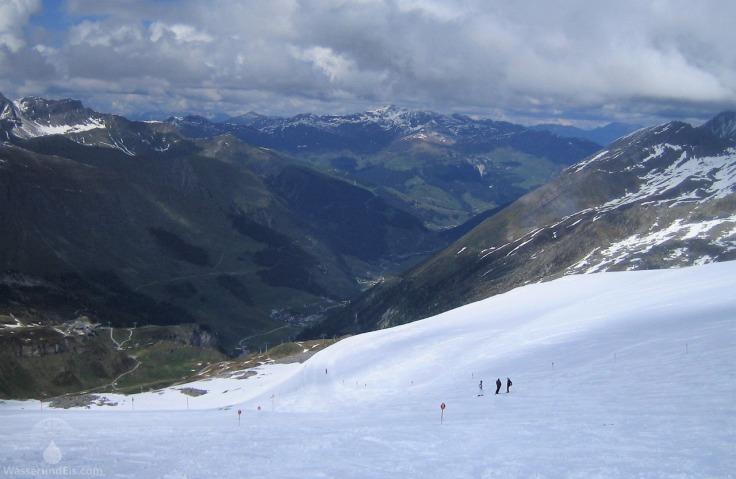 Blick von Skigebiet am Tuxer Ferner nach Hintertux.