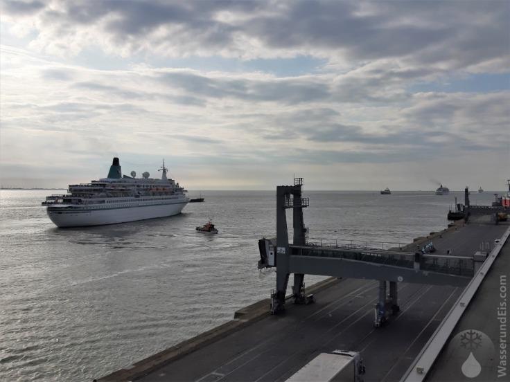 #Kreuzfahrtschiffe Bremerhaven Phoenix-Reisen
