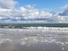 So liebe ich das Meer. Wind ins Gesicht und immer ein angenehmes Rauschen im Ohr.