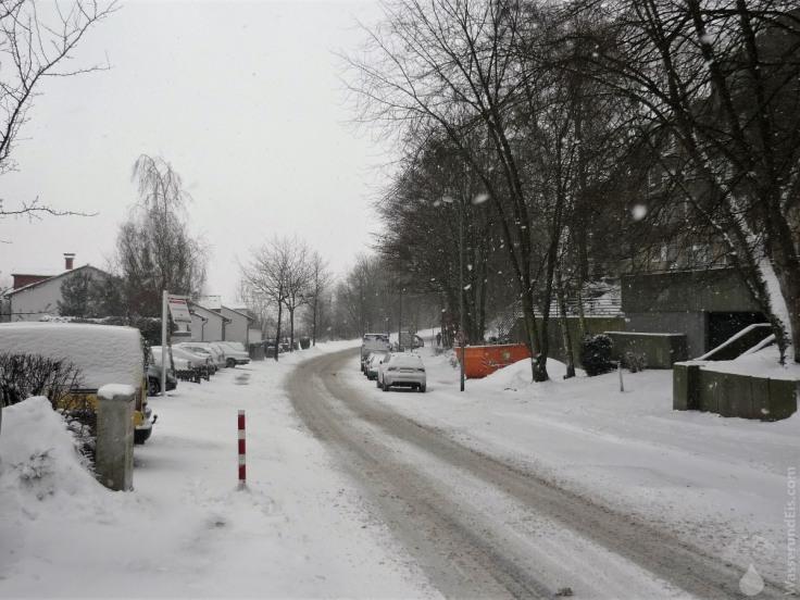 #Schneewinter verschneite Straße Bochum 2010