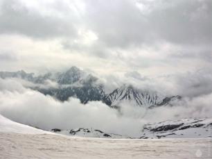 Das Skigebiet am 1. Mai. Das Wetter hat sich deutlich verschlechtert, es ist aber weiterhin warm.
