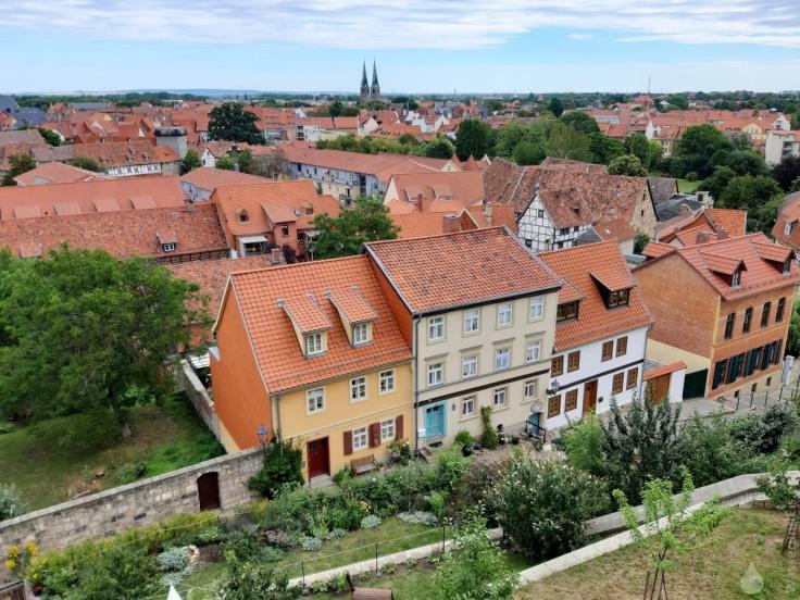 Blick von Schlossberg über die Altstadt von Quedlingburg mit der Marktkirche St.Benedikti.