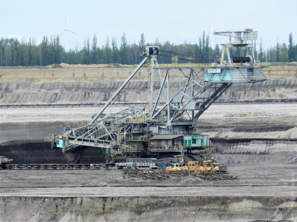 Braunkohleförderung durch Schaufelbagger.