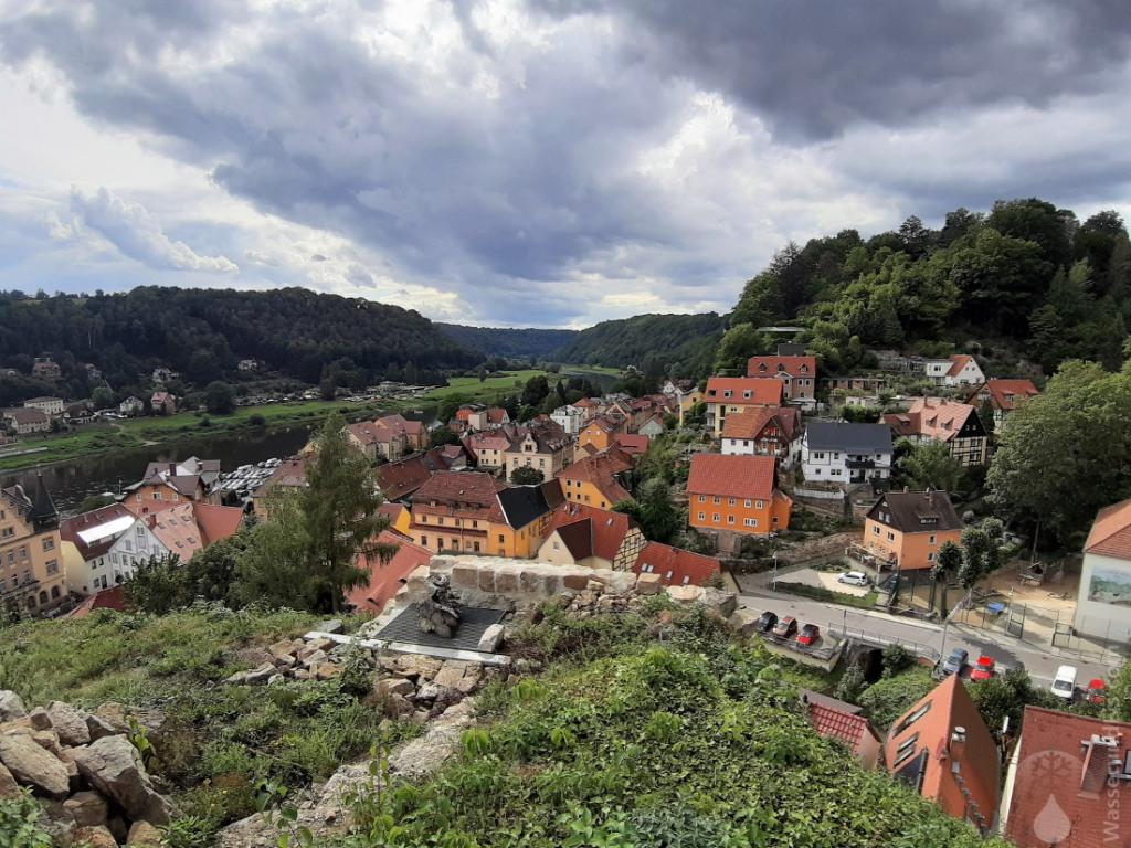 Von der Ruine der Burg Wehlen bietet sich ein schönder Blick auf die Stadt und das Elbtal.