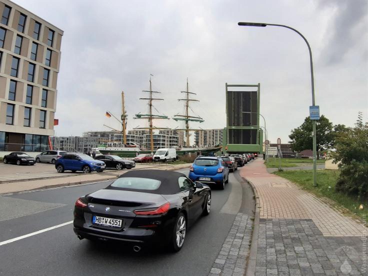 #Alexander von Humboldt 2 Bremerhaven Klappbrücke