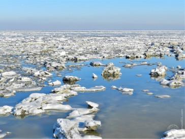 Spektakuläre Eislandschaft an der Küste von Butjadingen. Die Nordsee präsentiert sich in diesen Tagen aktisch.